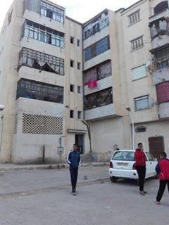 مسكن  سيدي الجيلالي مقابل جامعة الآداب f2 bater