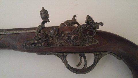 بيع سلاح تقليدي قديم