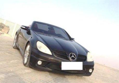 سيارة مرسيدس CLK سوداء اللون للبيع
