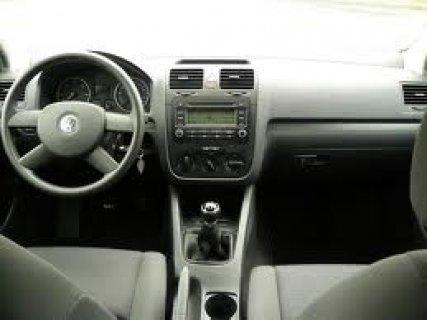 سيارة فولكس واجن جولف موديل 2004 لون رمادي اركانت