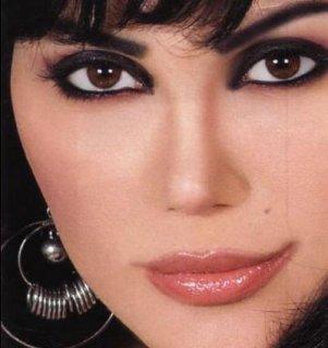 أنا فتاة عربية مسلمة محجبة عمري 20 سنة