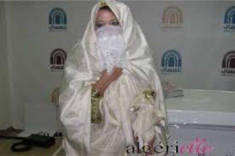 جزائرية مطلقه وعندي بنت الله يحميها عمري 25 سنه