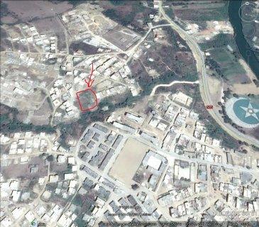 بيع قطعة أرض مخصصة للبناء بالقرية الجديدة بمدخل مدينة القل