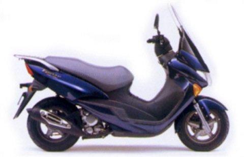 بيع دراجة نارية من نوع فيسبا سوزوكي صنع ياباني 2008 لون أسود