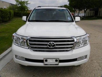 FOR SALE A FAIRLY USED 2010 TOYOYA LAND CRUISER AT $10,000