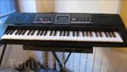 بيع آلة بيانو  / سانتى/  او تبادل بآلة الكمان مع آلة